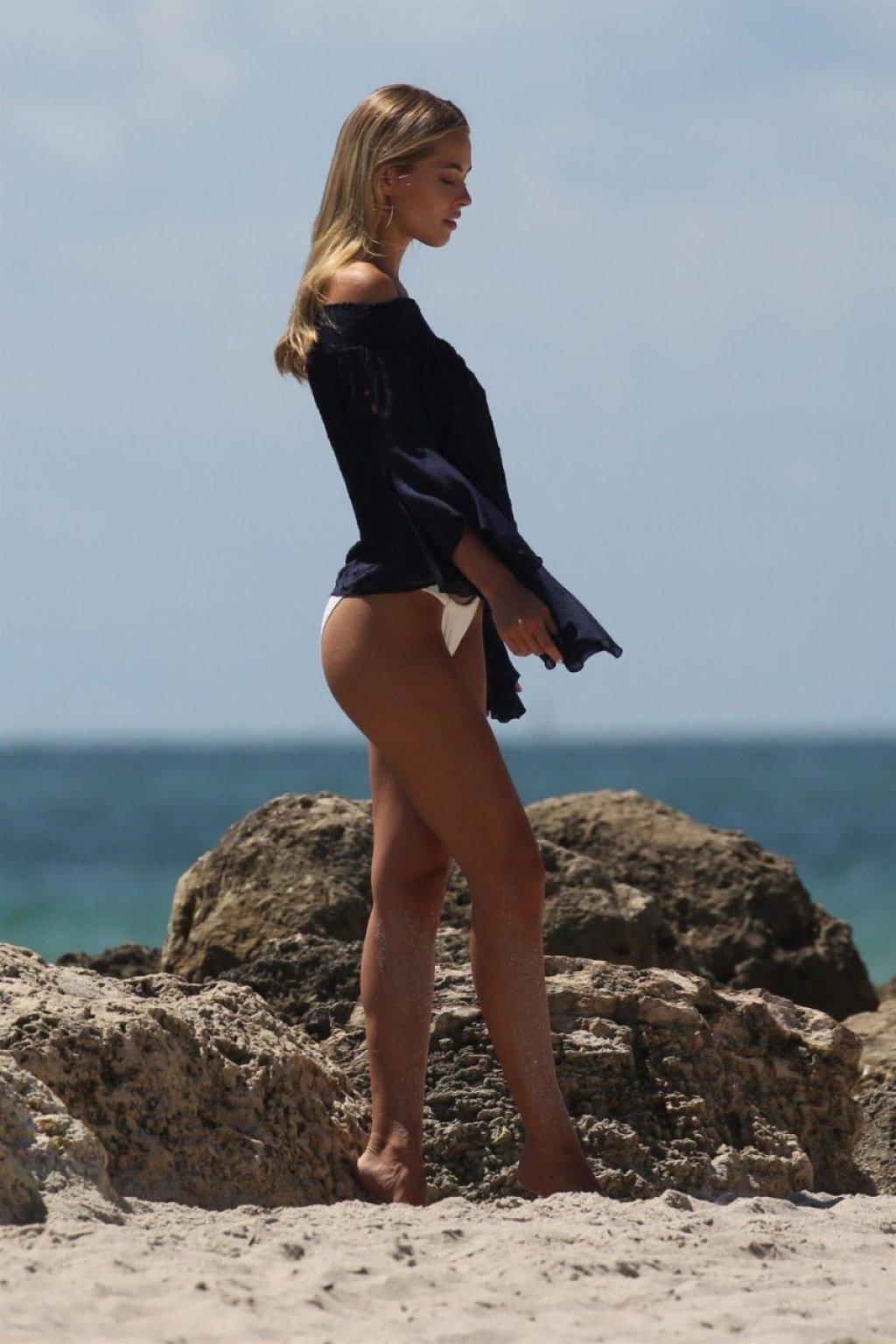 Caroline Kelley Sexy (32 Photos)