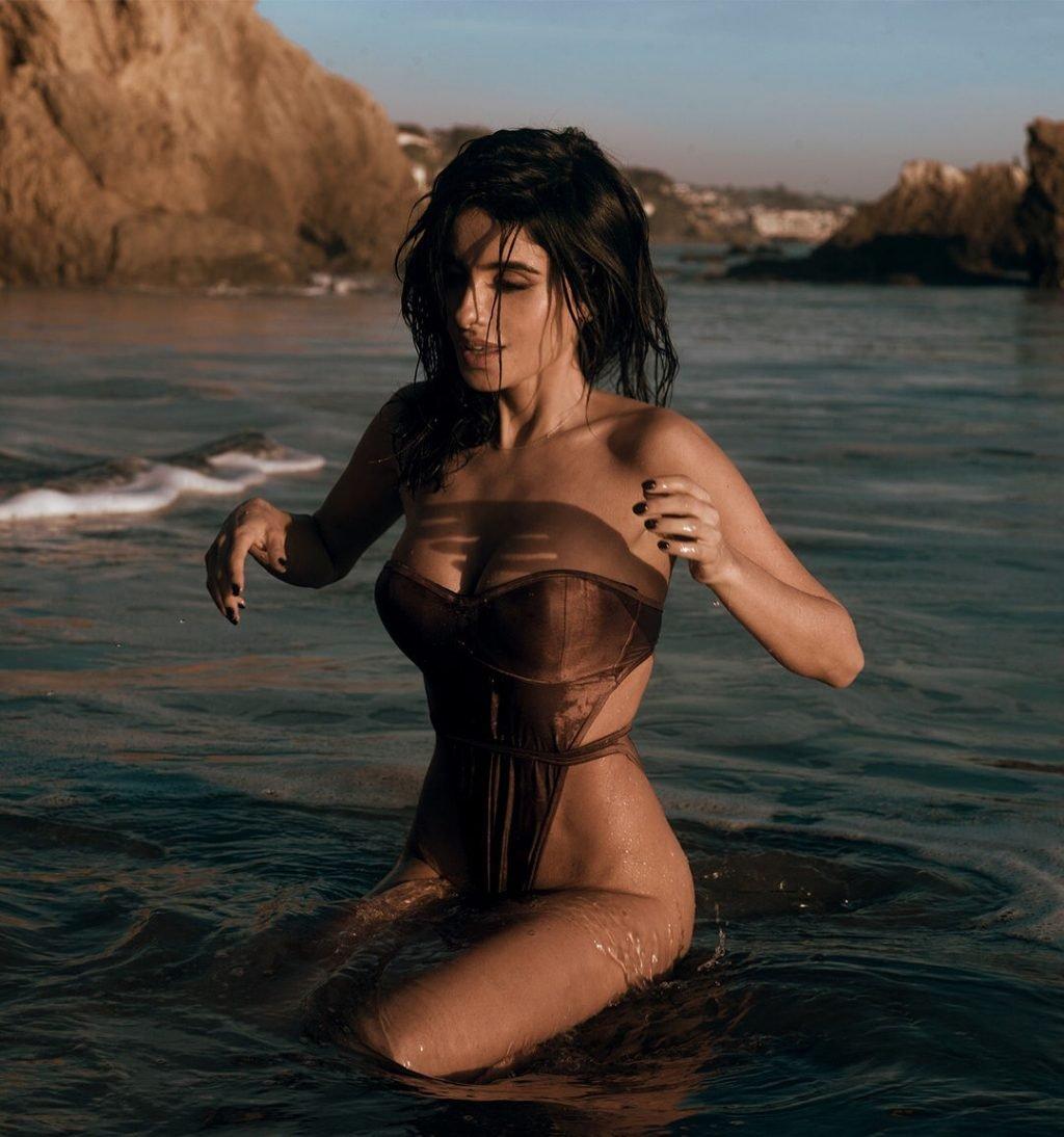 Mikaela Hoover Sexy (180 Photos)