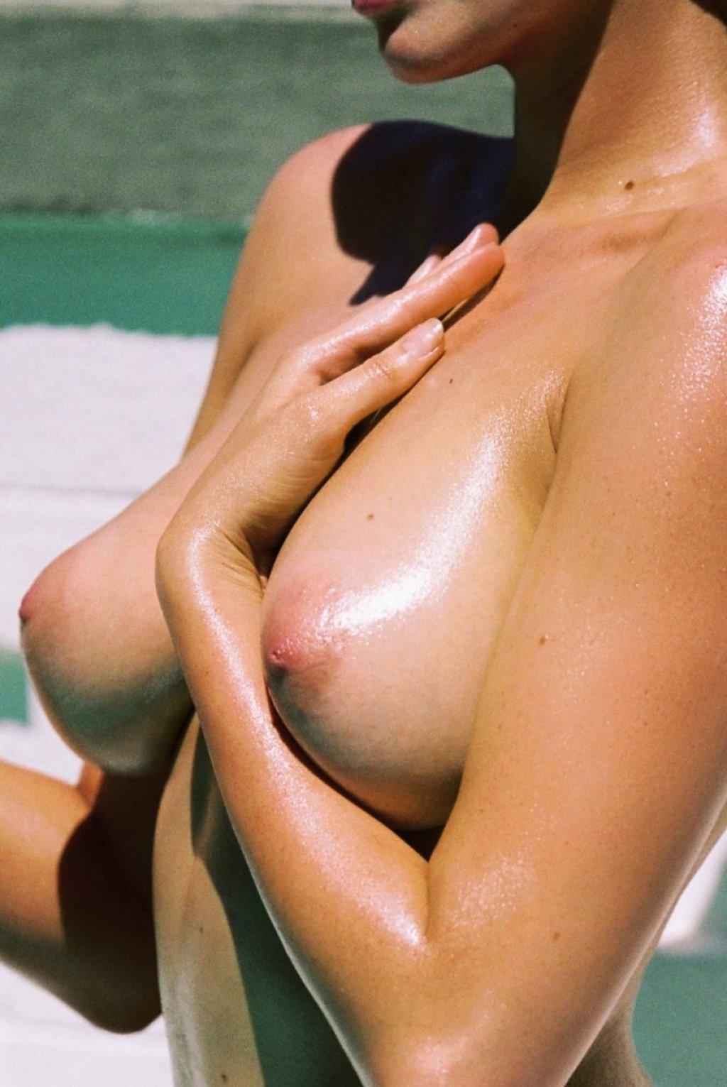 Sarah Stephens Nude & Sexy (26 Photos)