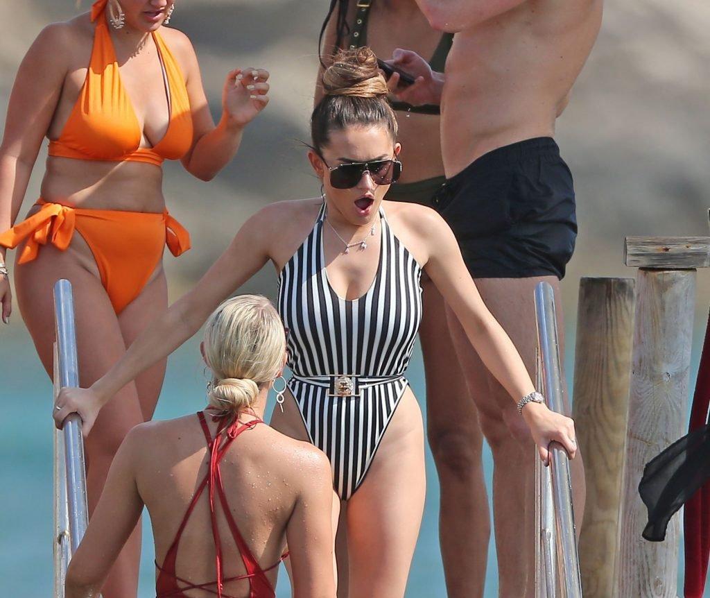 Amber Davies Sexy (39 Photos)