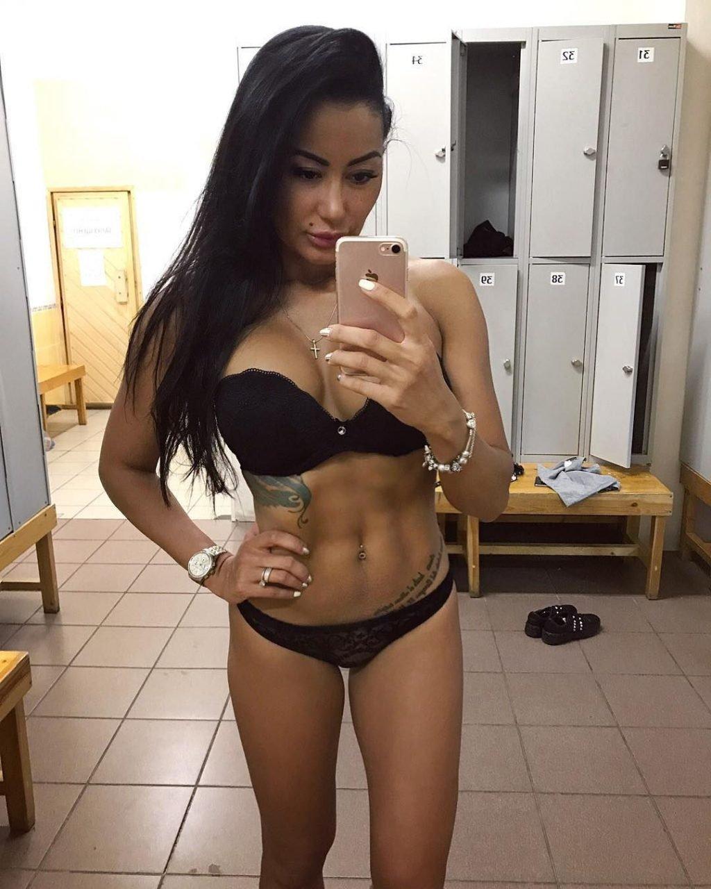 Irina Iris Nude & Sexy (135 Photos)