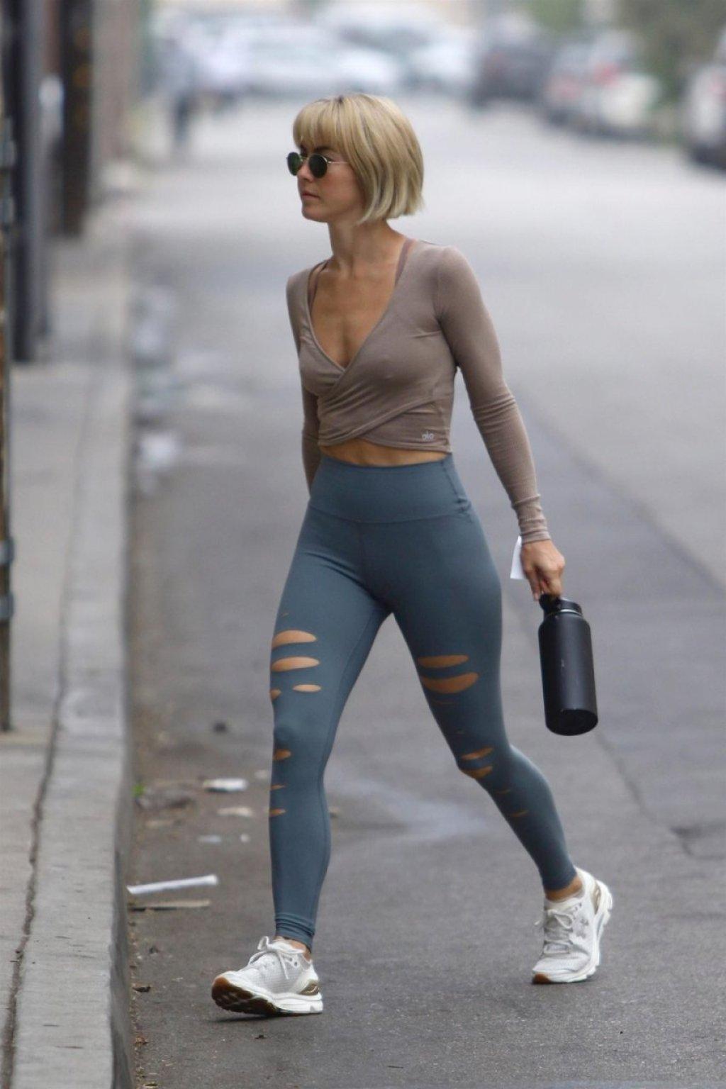 Julianne Hough Sexy (13 Photos)