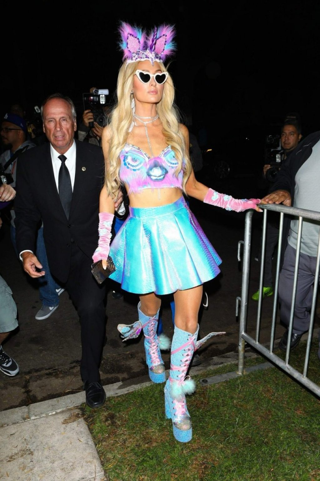 Paris Hilton Sexy (56 Photos)