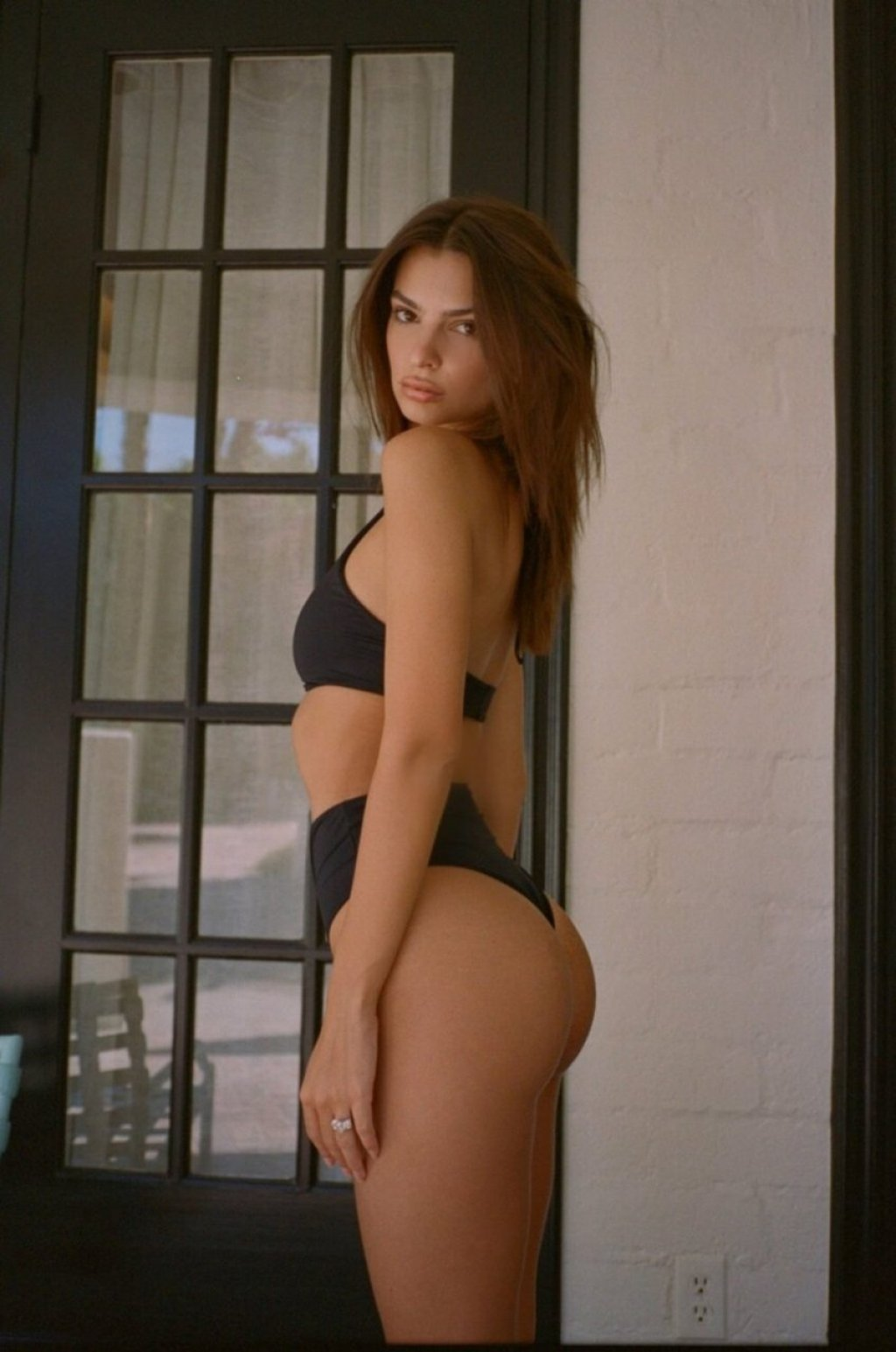 Emily Ratajkowski Sexy & Topless (19 Pics)