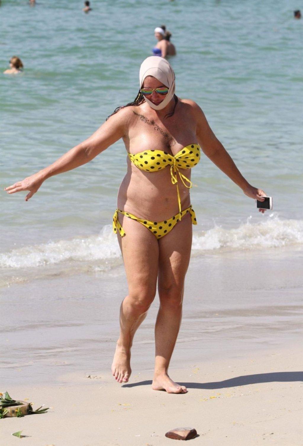 Lisa Appleton Hot (24 Photos)