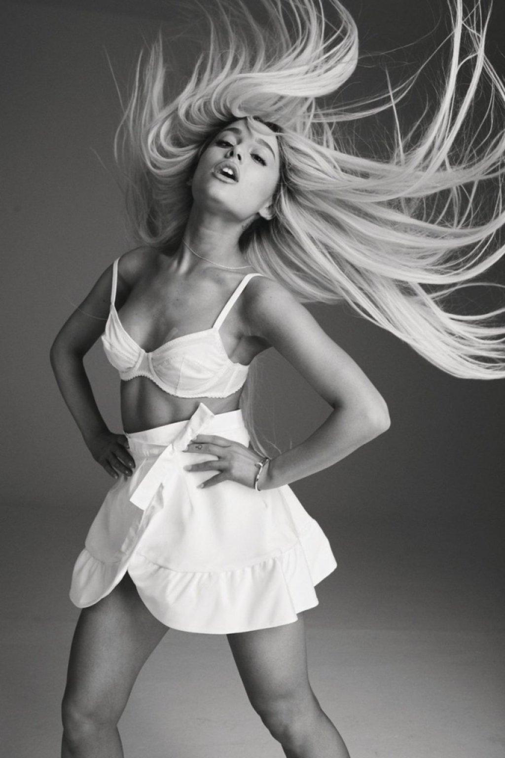 Ariana Grande Sexy & Topless (175 Photos)