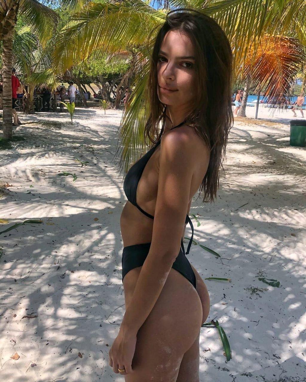 Emily Ratajkowski Hot (2 New Pics)