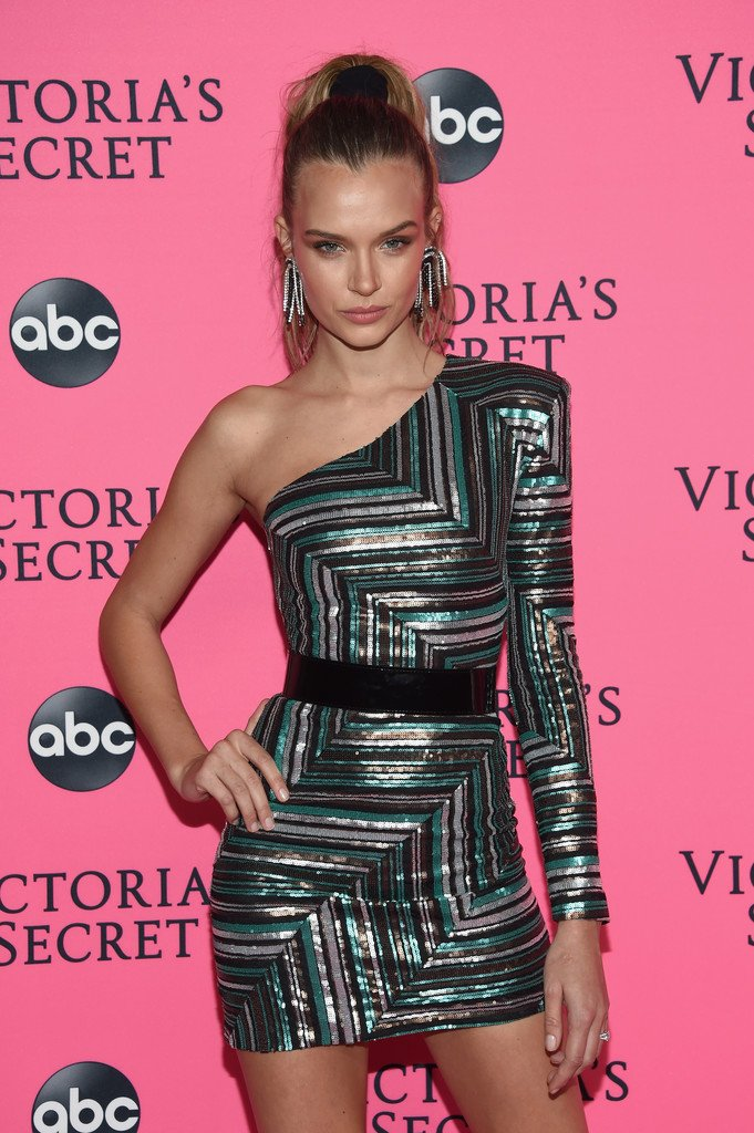 Josephine Skriver Sexy (5 New Photos)