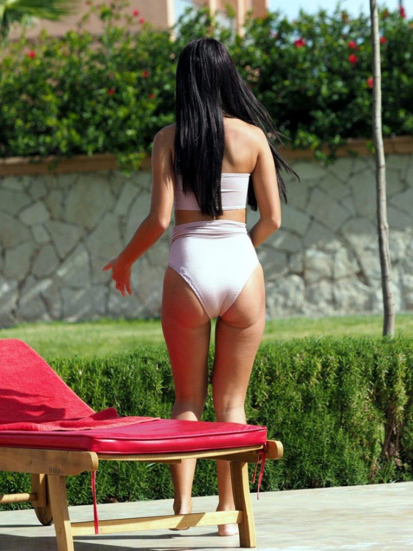 Yazmin Oukhellou Sexy (28 Photos)