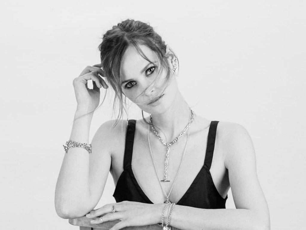 Charlotte de Carle Nude & Sexy (29 Photos)