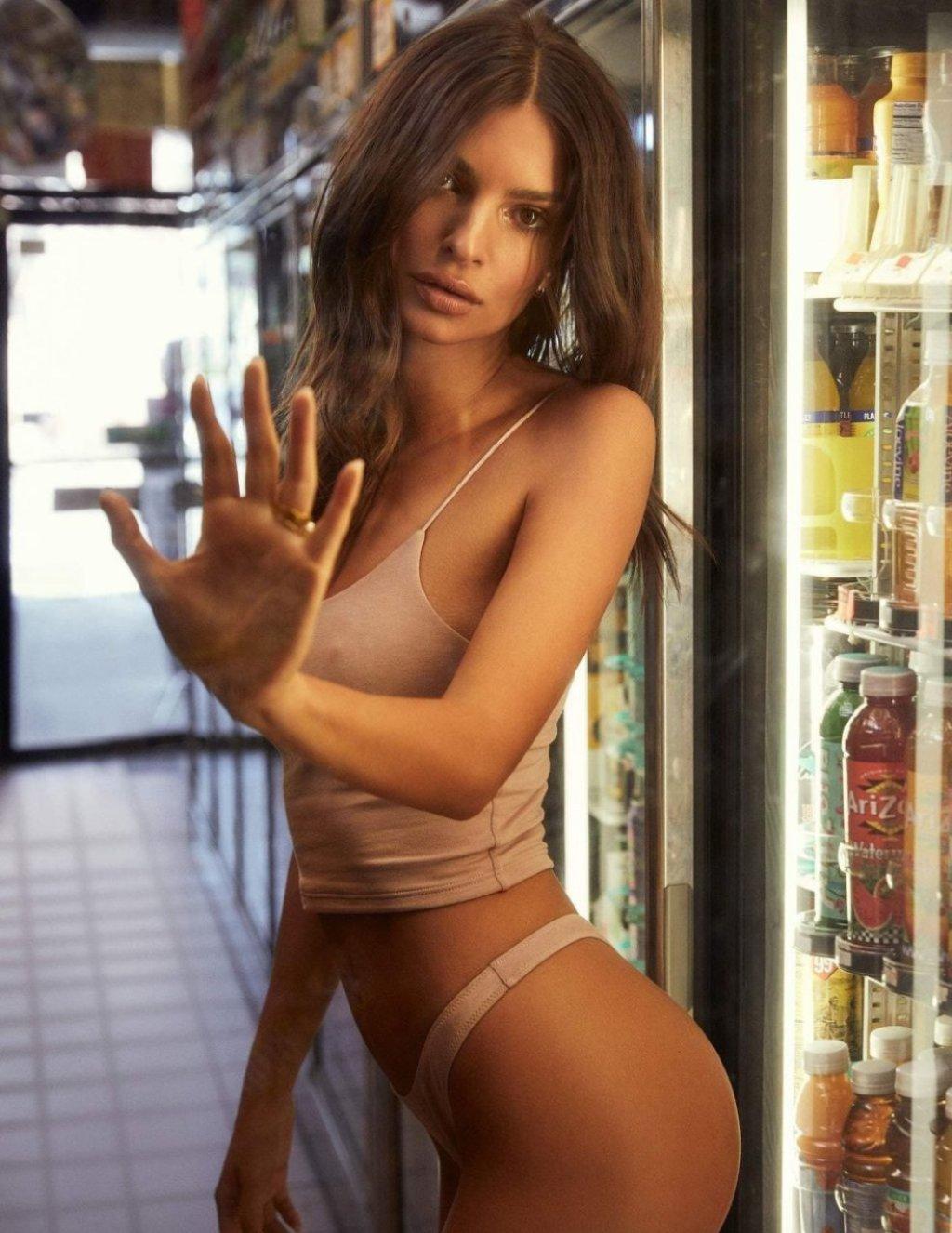 Emily Ratajkowski Hot (7 Photos)