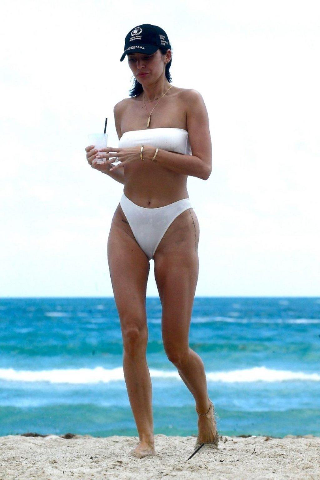 Nicole Williams Sexy (37 Photos)