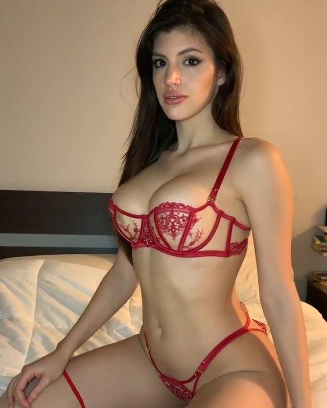 Rosana Hernandez Nude & Sexy (28 Photos + GIFs)