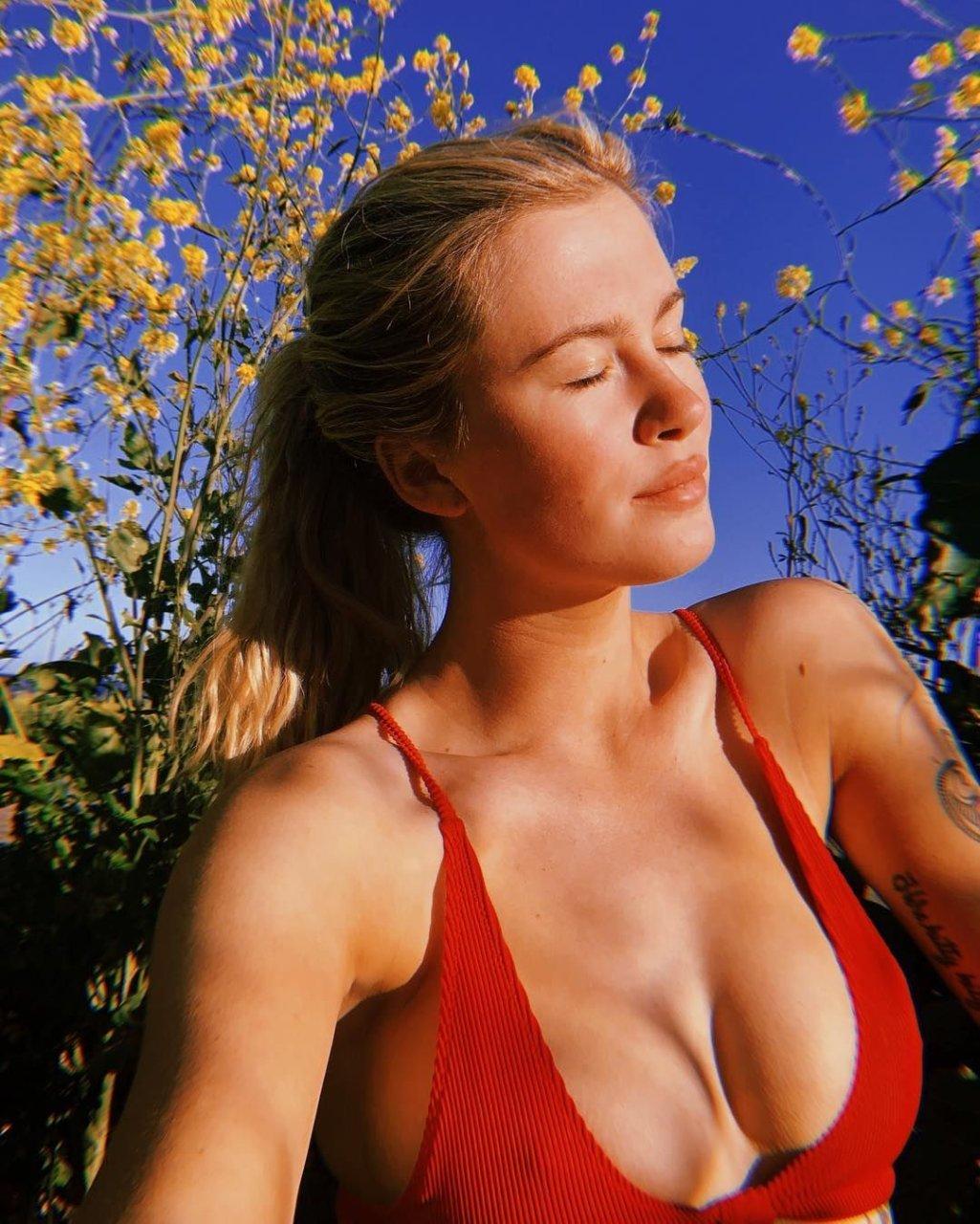 Ireland Baldwin Sexy & Topless (11 Photos + GIFs)   HottieStars