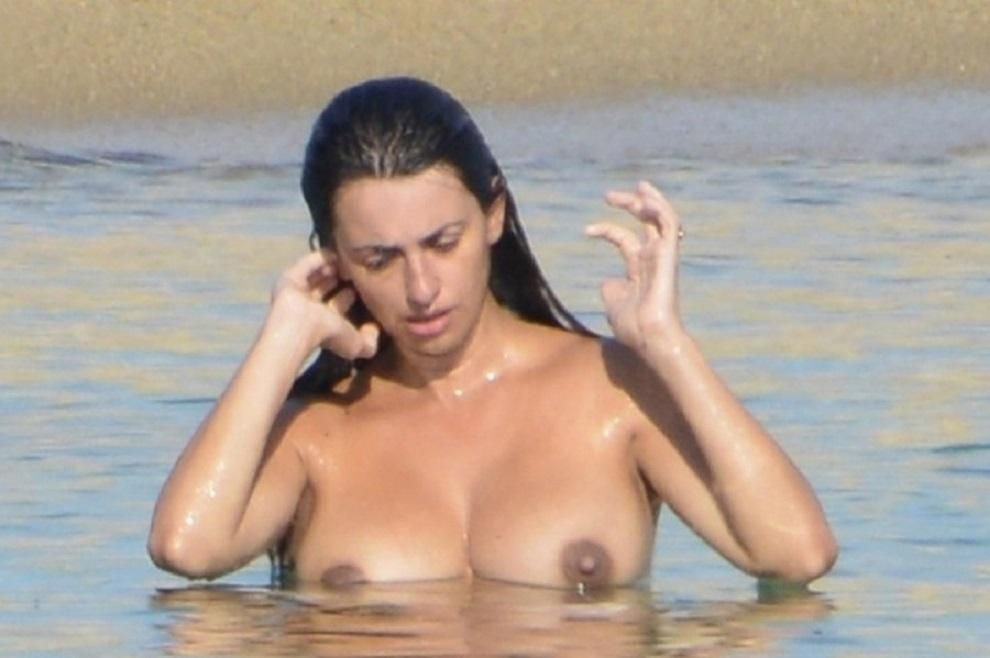 Penelope Cruz Sexy & Topless (15 Photos)