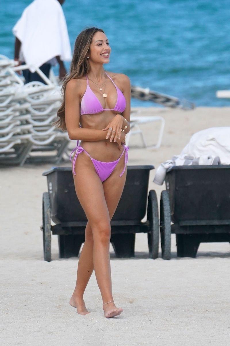 Caroline Einhoff Sexy (25 Photos + Video)