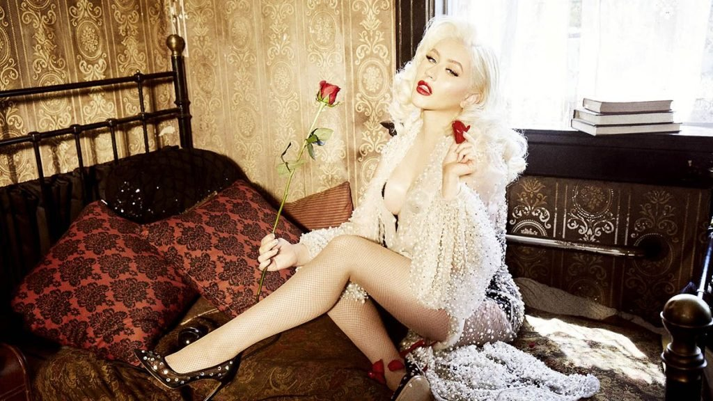 Christina Aguilera Sexy (22 Photos)