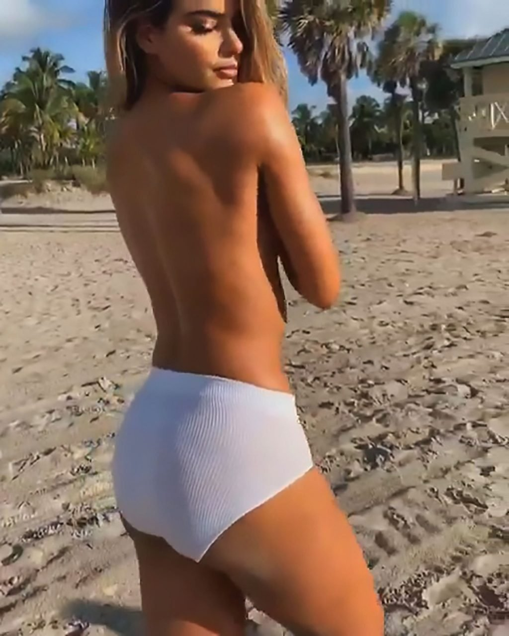 Ariadna Gutierrez Topless (6 Pics + Video)