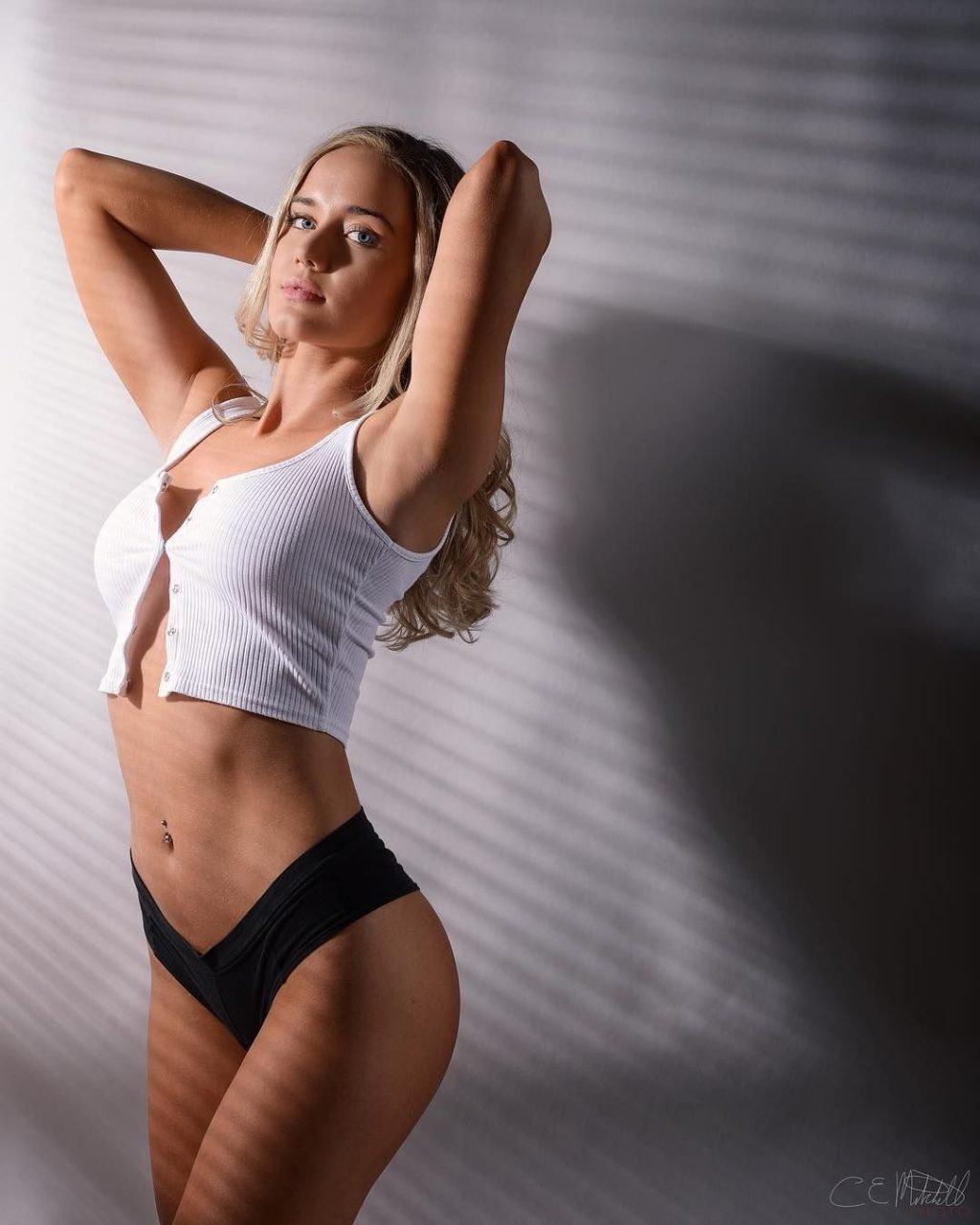 Derrion Keller Sexy (30 Photos)