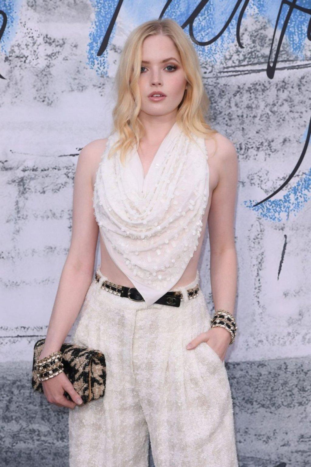 Ellie Bamber Sexy (41 Photos)