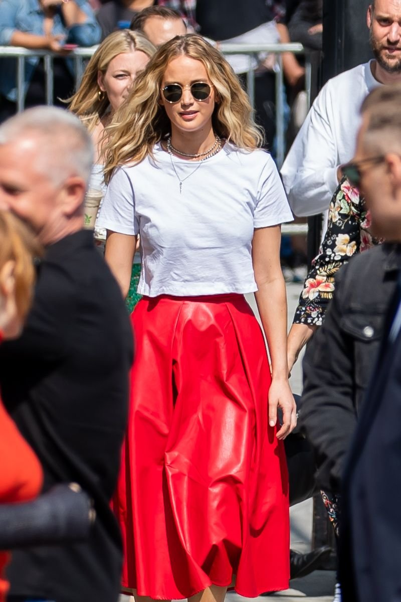 Jennifer Lawrence Braless (10 Photos)