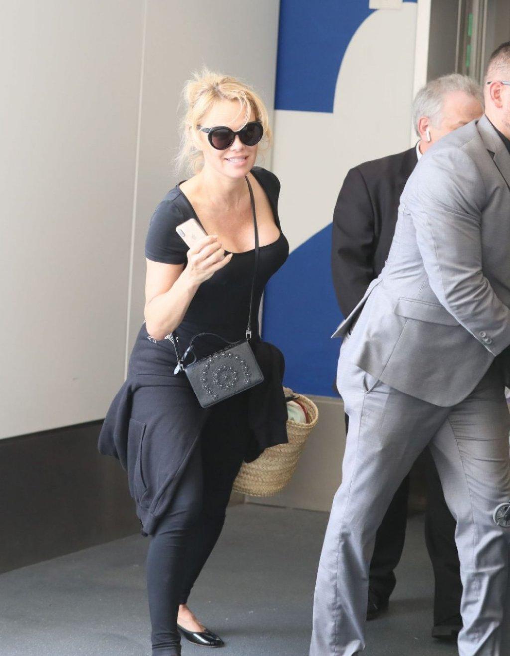 Pamela Anderson Sexy (17 Photos)