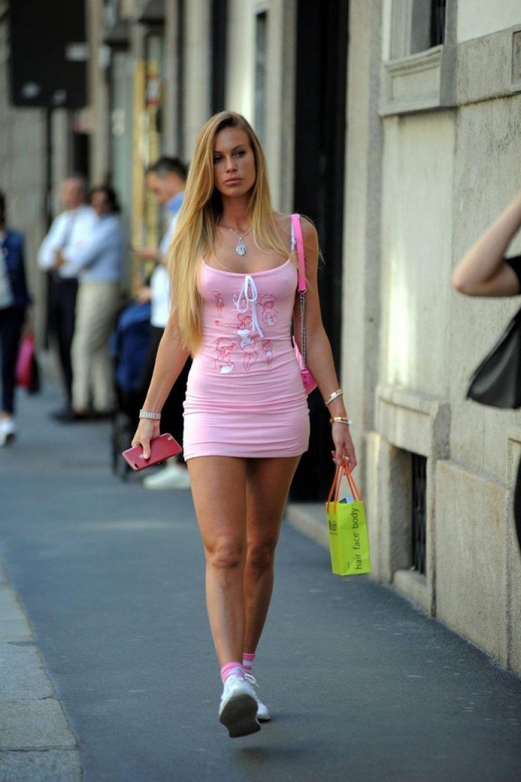 Taylor Mega Sexy (21 Photos)