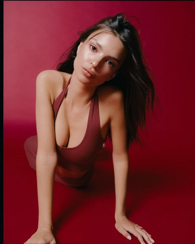 Emily Ratajkowski Nude & Sexy (68 Photos + Videos)