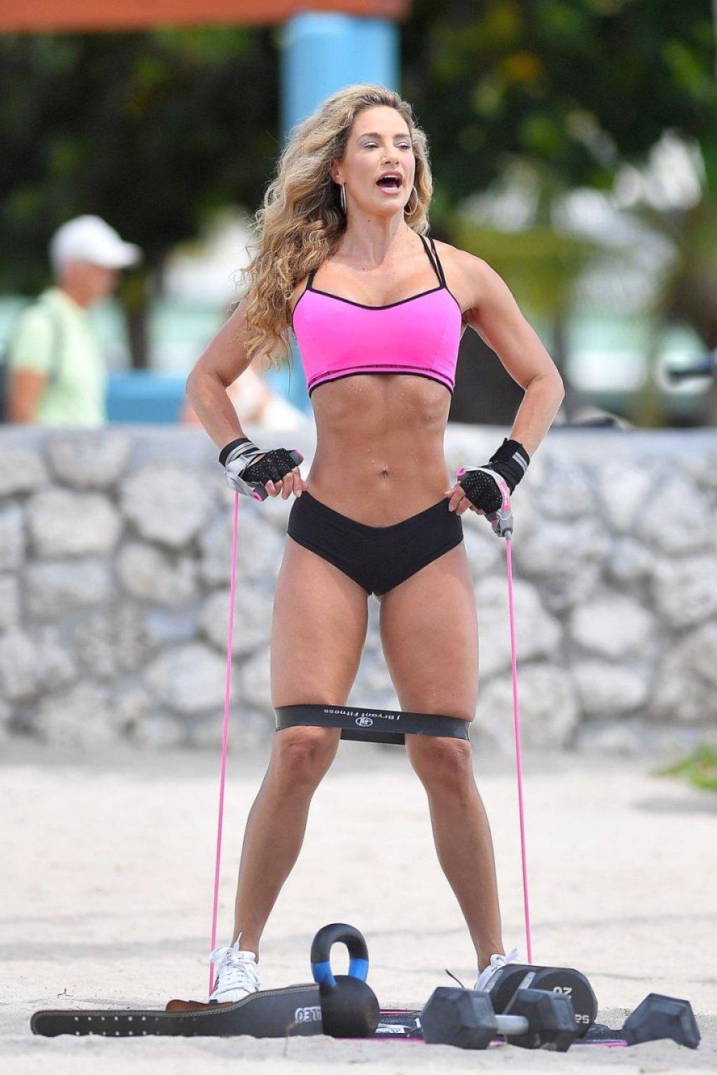 Jennifer Nicole Lee Sexy (41 Photos)