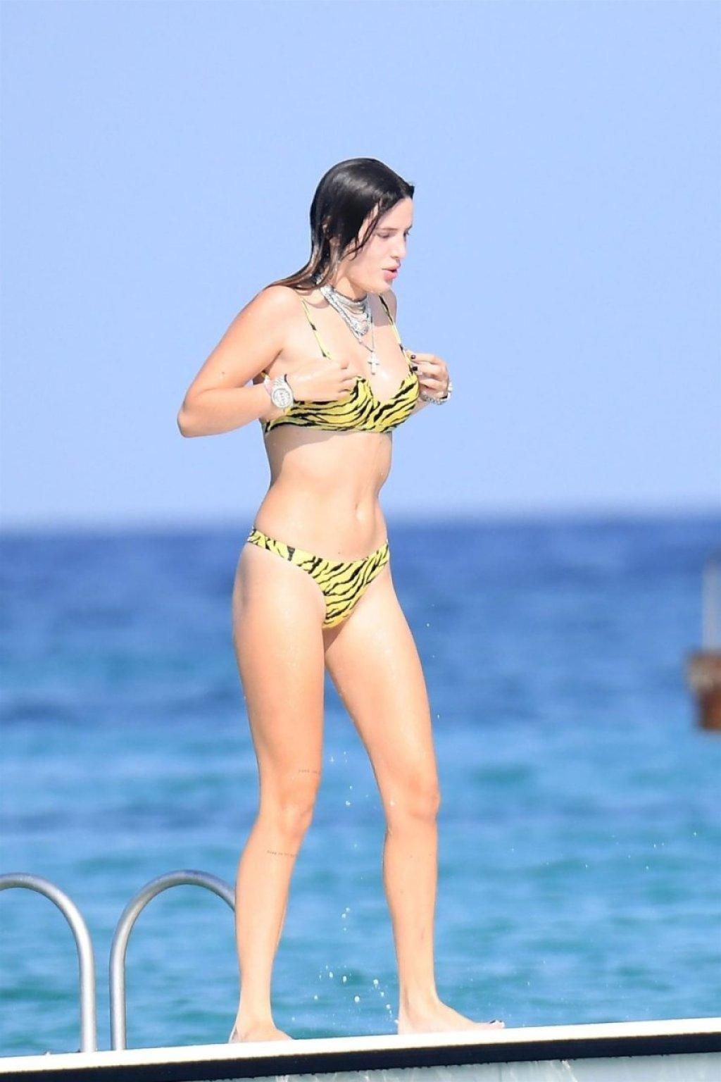 Bella Thorne Sexy (94 New Photos)