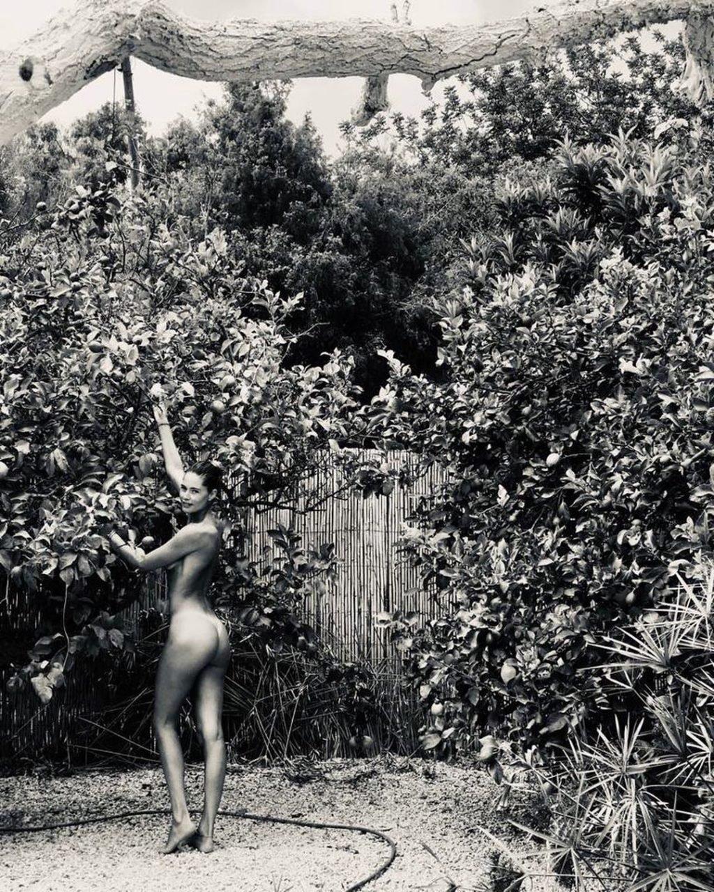 Doutzen Kroes Nude (2 Photos)