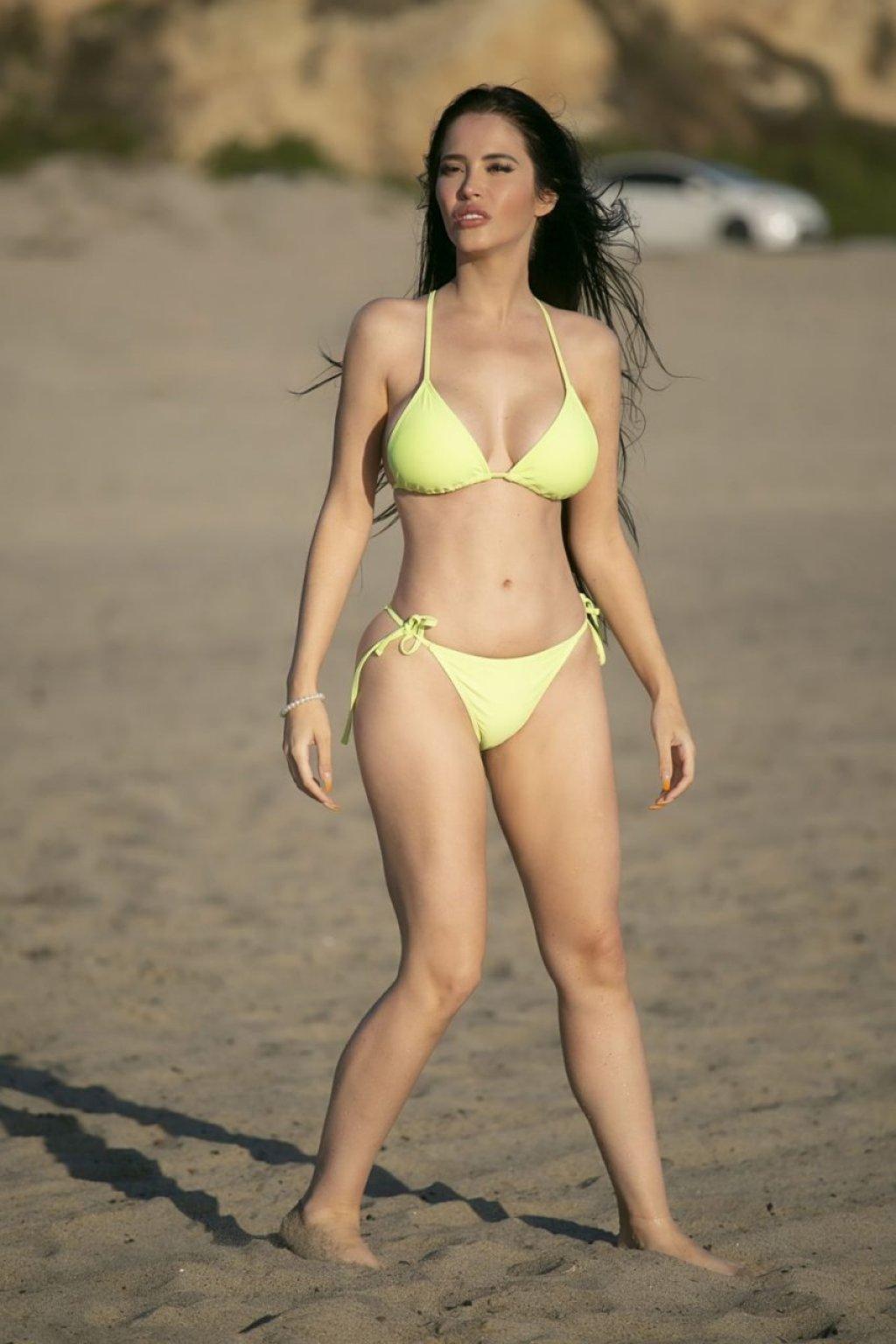 Claudia Alende Sexy (41 Photos)