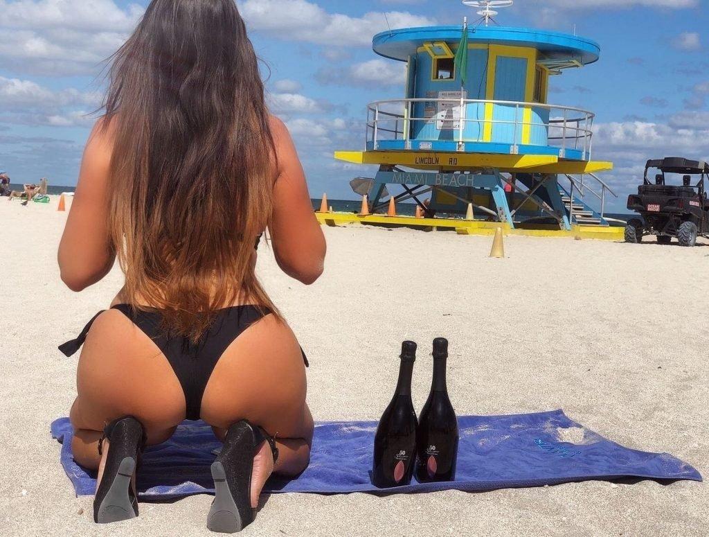 Claudia Romani, Erika Tessarolo Sexy (19 Photos)