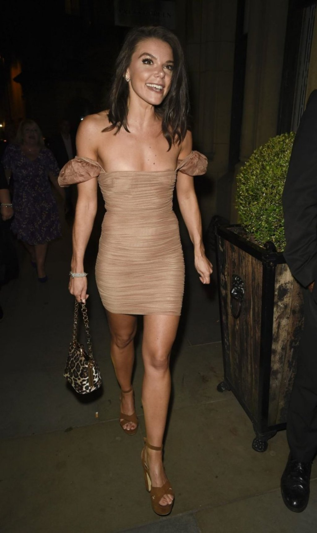 Faye Brookes Sexy (28 Photos)