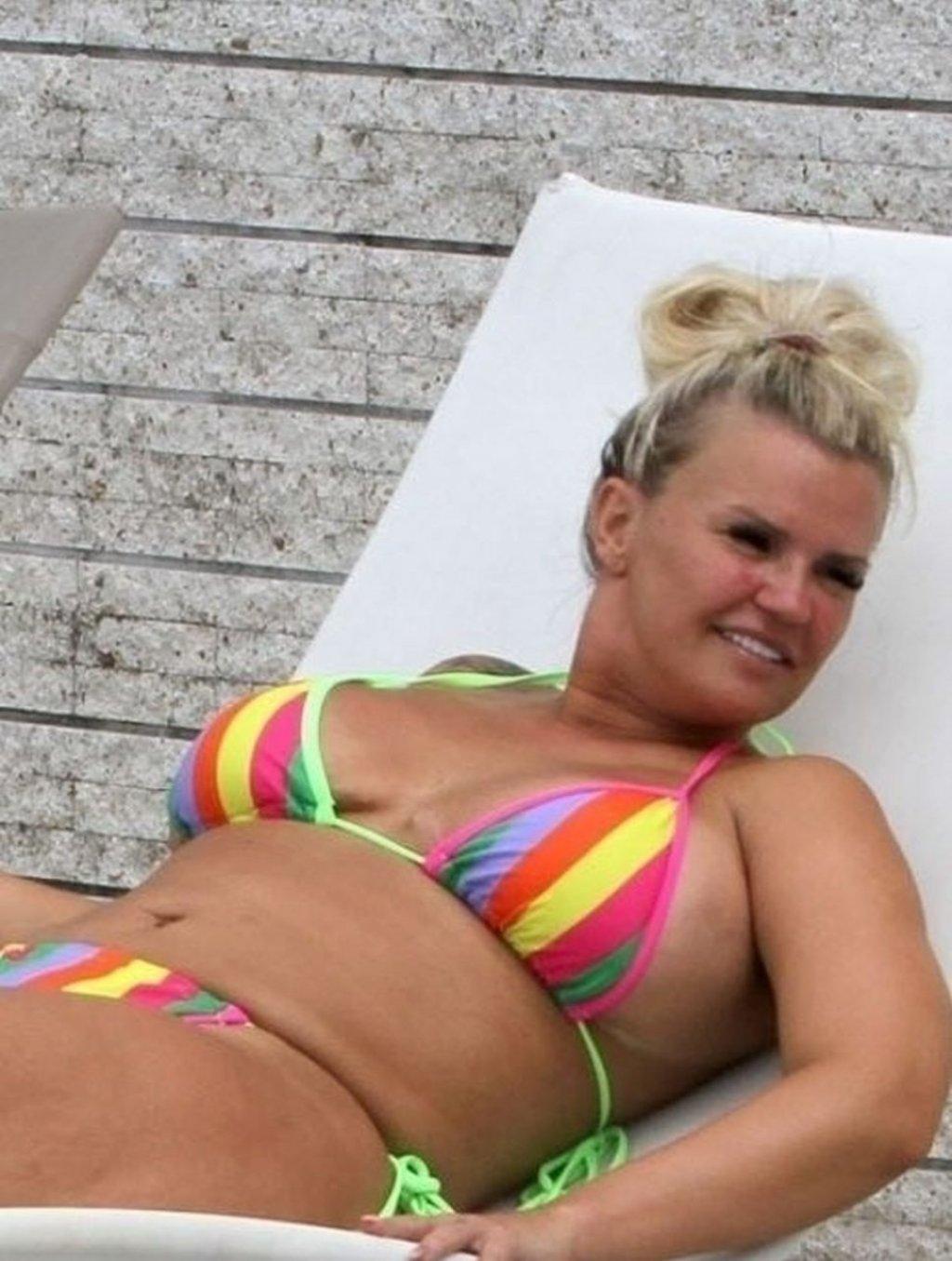Kerry Katona Sexy (45 Photos)