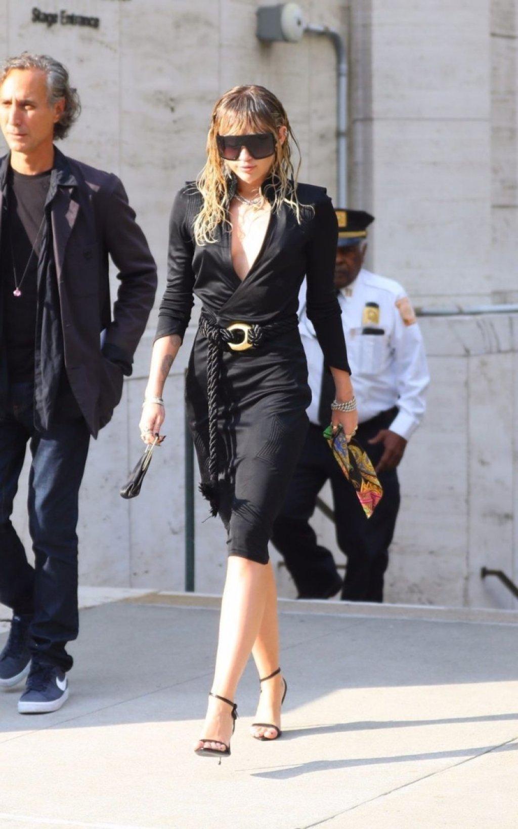 Miley Cyrus Sexy (16 Photos)