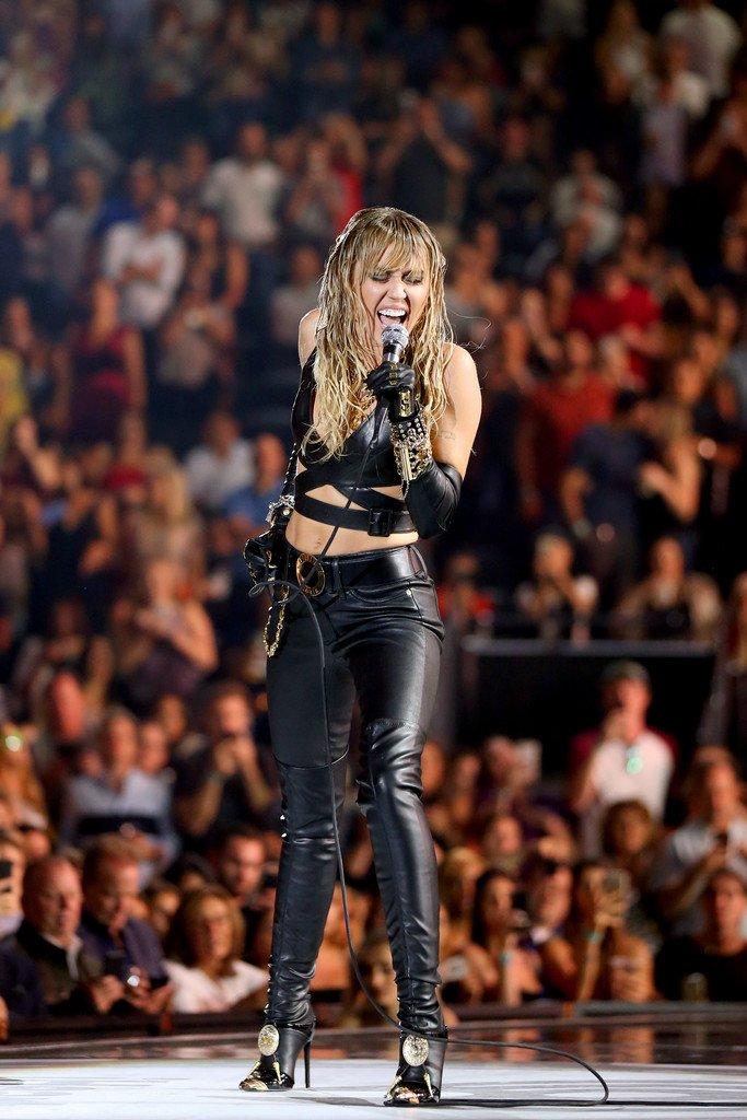 Miley Cyrus Sexy (61 Photos)
