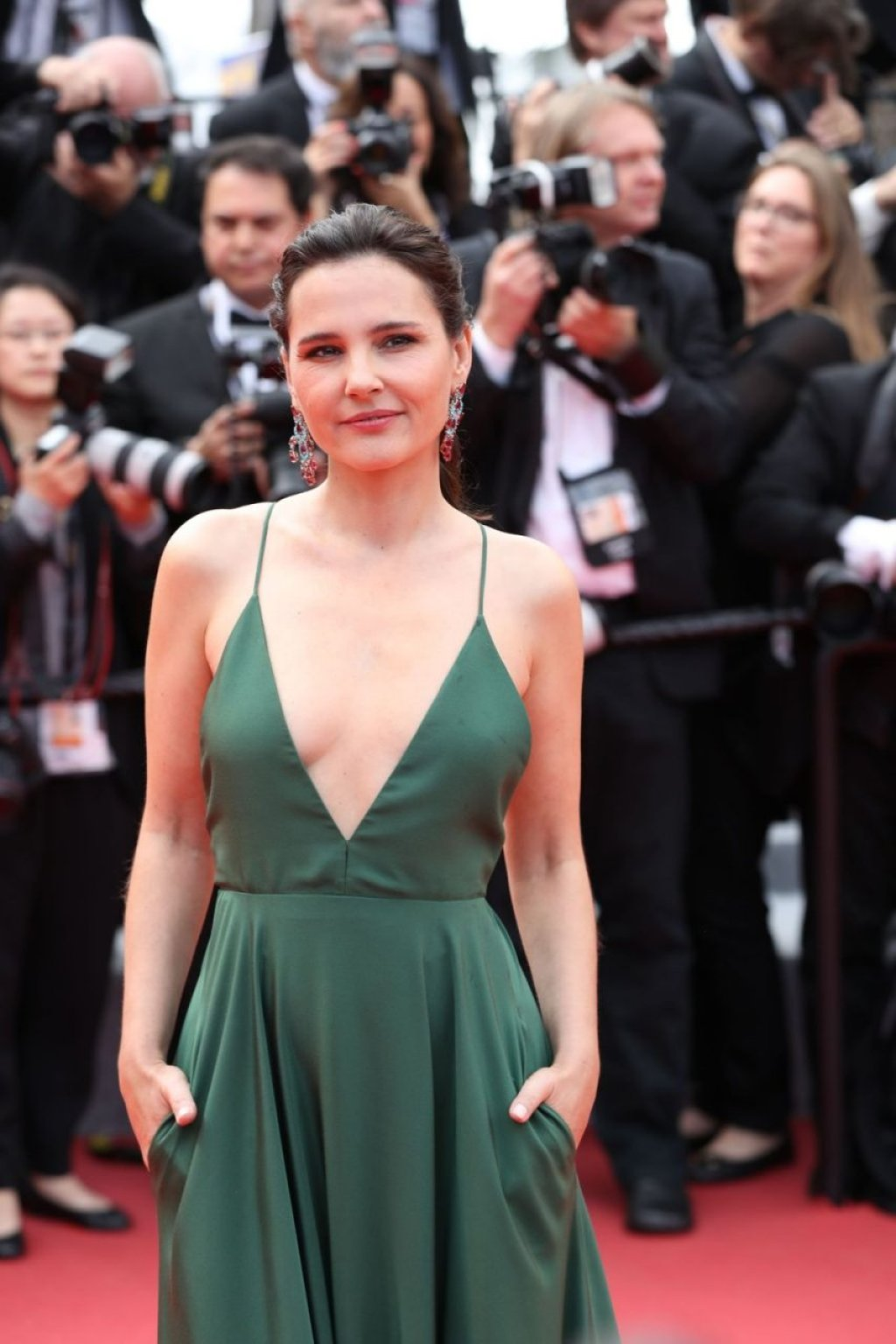 Virginie Ledoyen Braless (48 Photos)