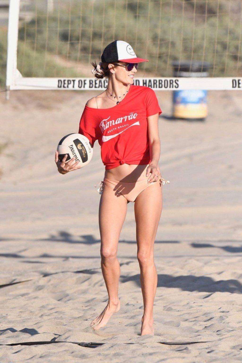 Alessandra Ambrosio Sexy (108 Photos)