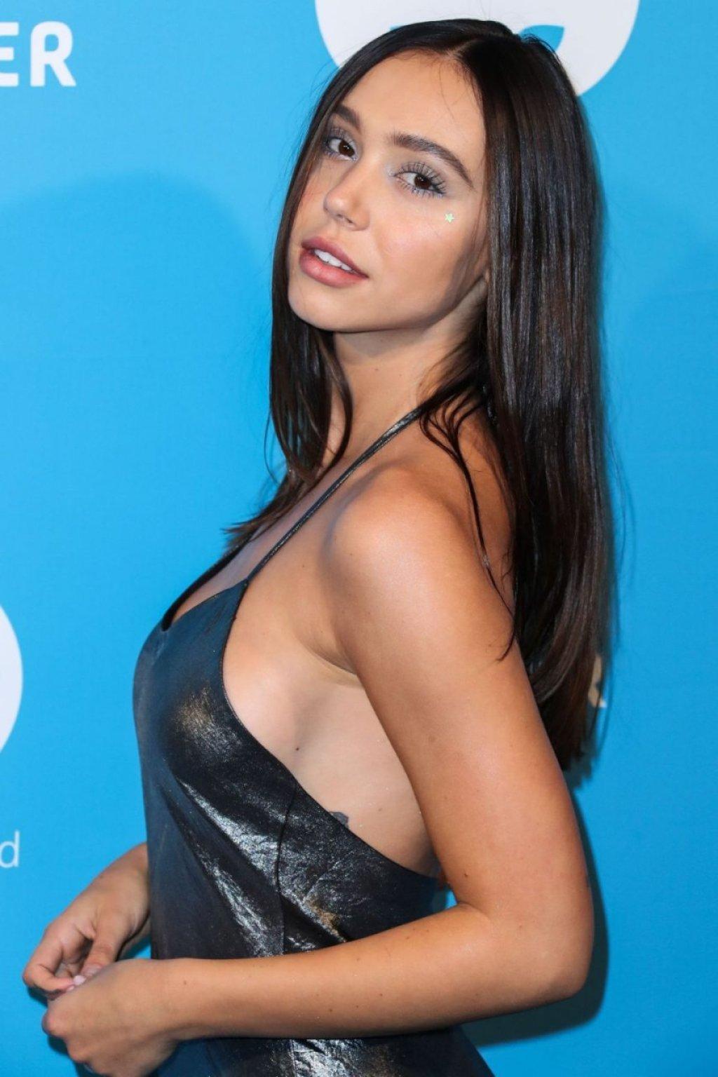Alexis Ren Sexy (20 Photos)