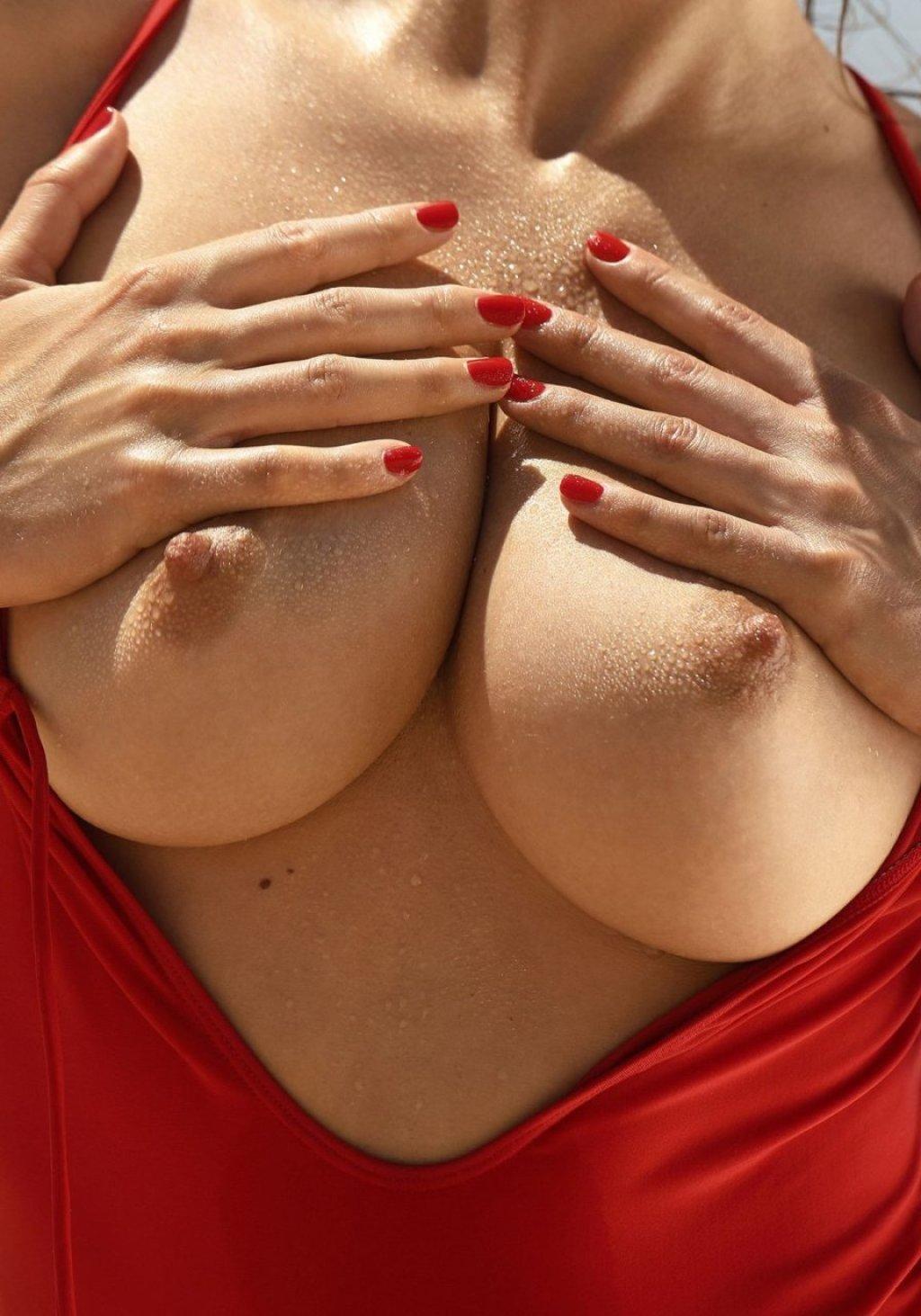 Emily Agnes Nude (17 Photos)
