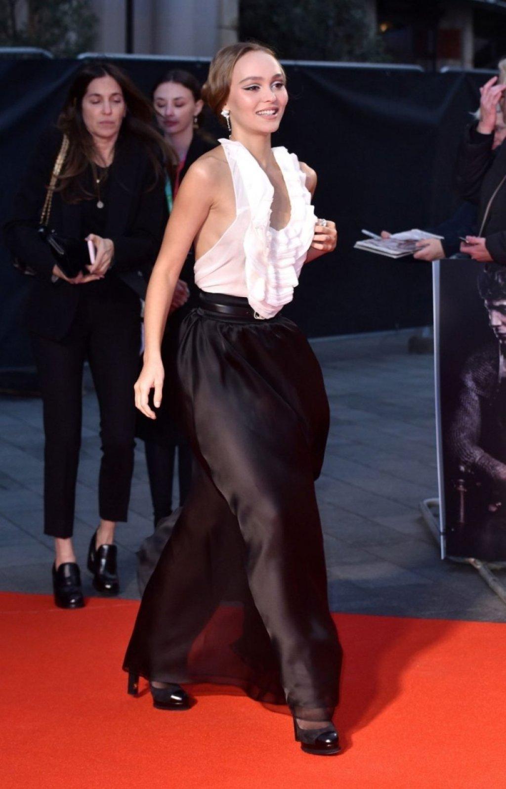 Lily-Rose Depp Sexy (106 Photos)
