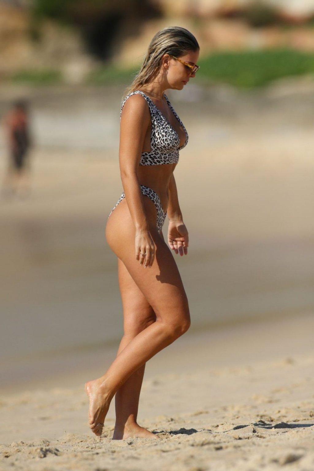 Natasha Oakley Sexy (75 Photos)