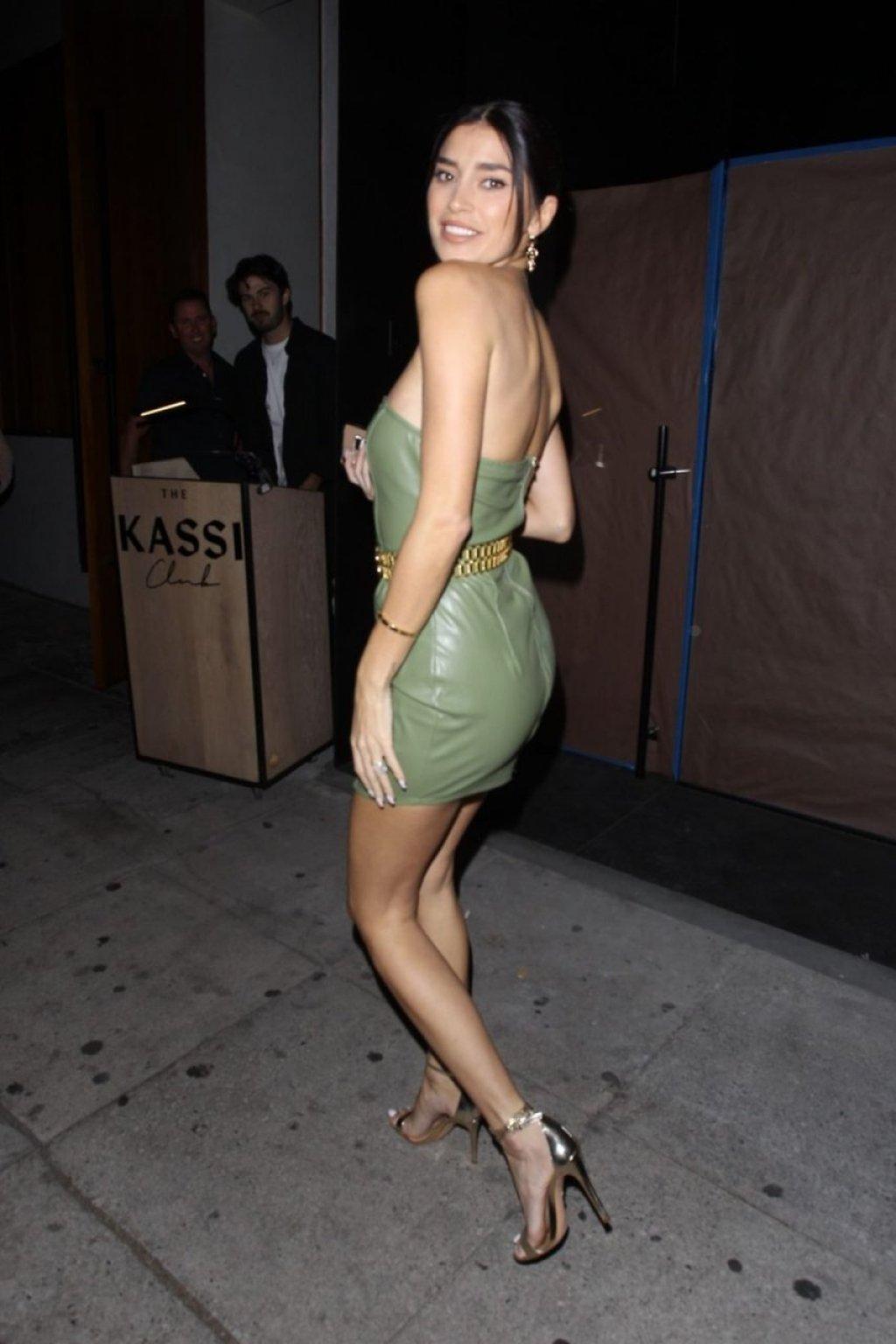 Nicole Williams Sexy (27 Photos + Video)