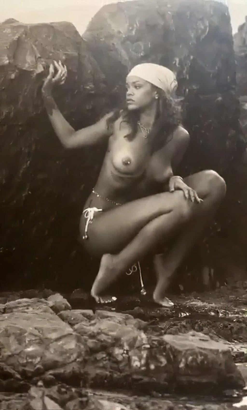 Rihanna Nude (2 Photos)