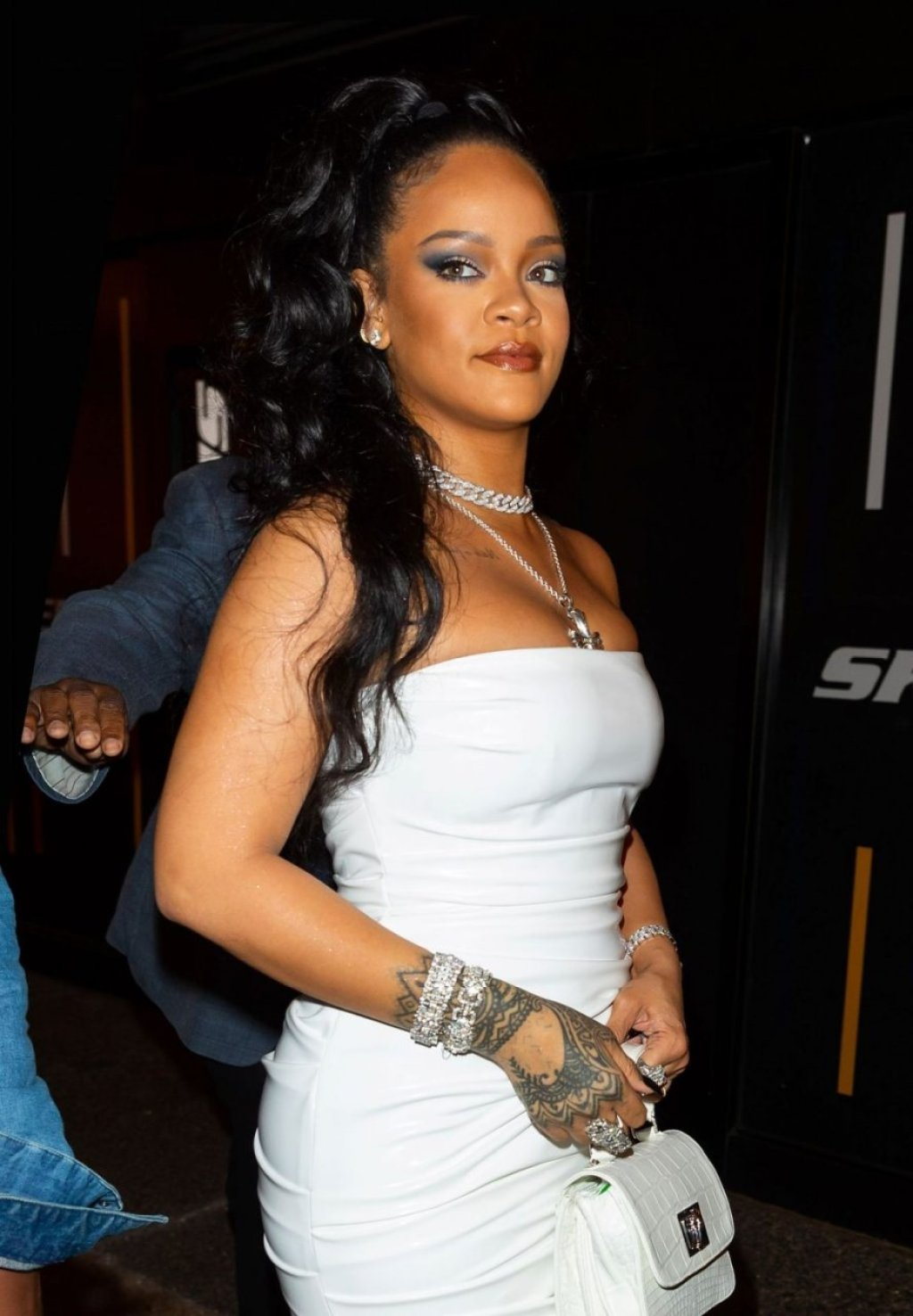 Rihanna Sexy (24 New Photos)