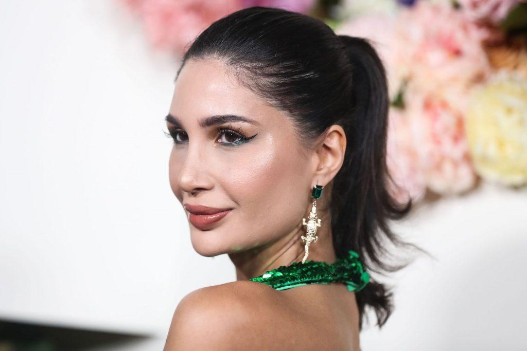 Alice Abdel Aziz Sexy (10 Photos + Video)