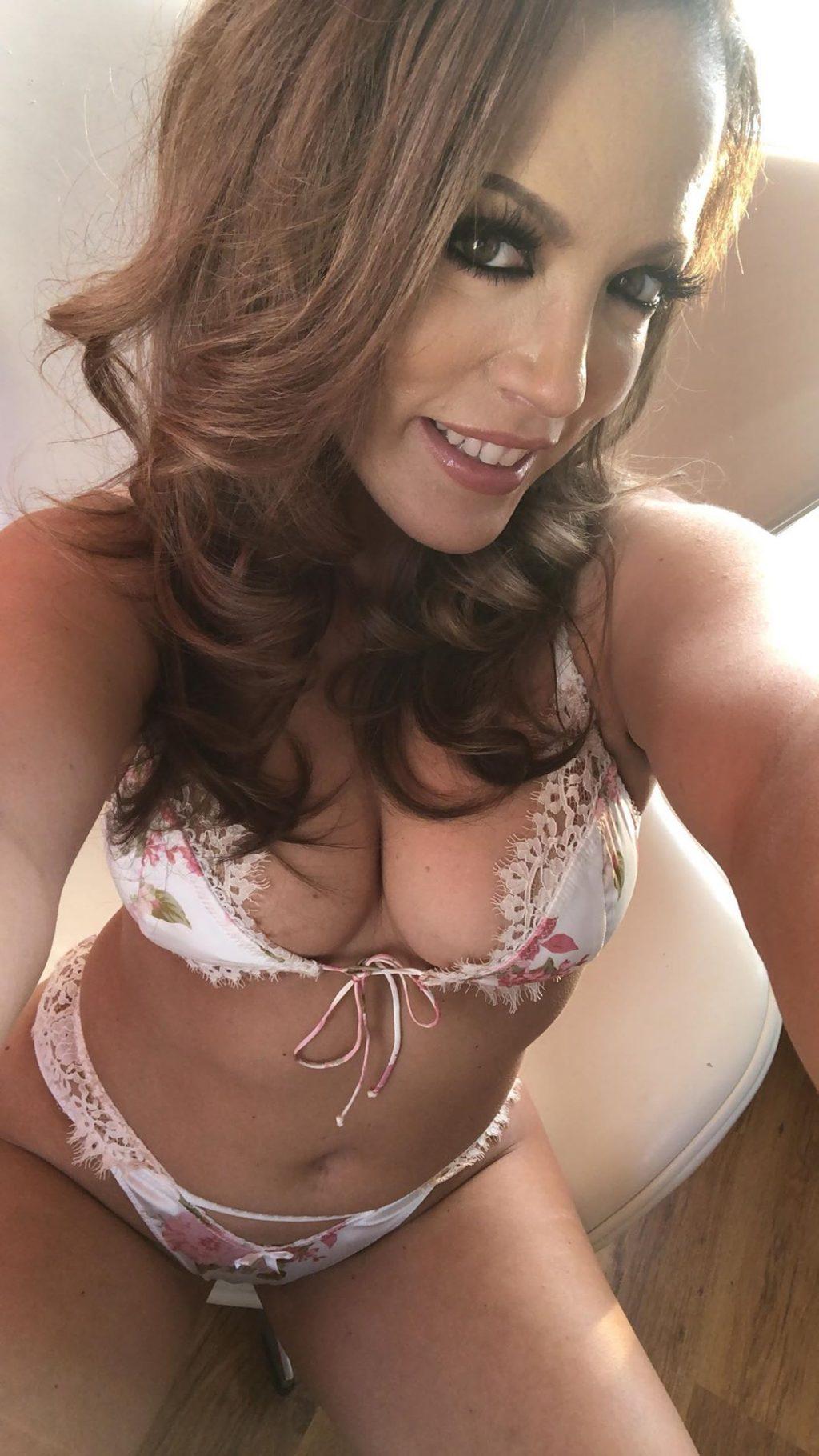 Carmen Valentina, Stefania Mafra Sexy (36 Photos)