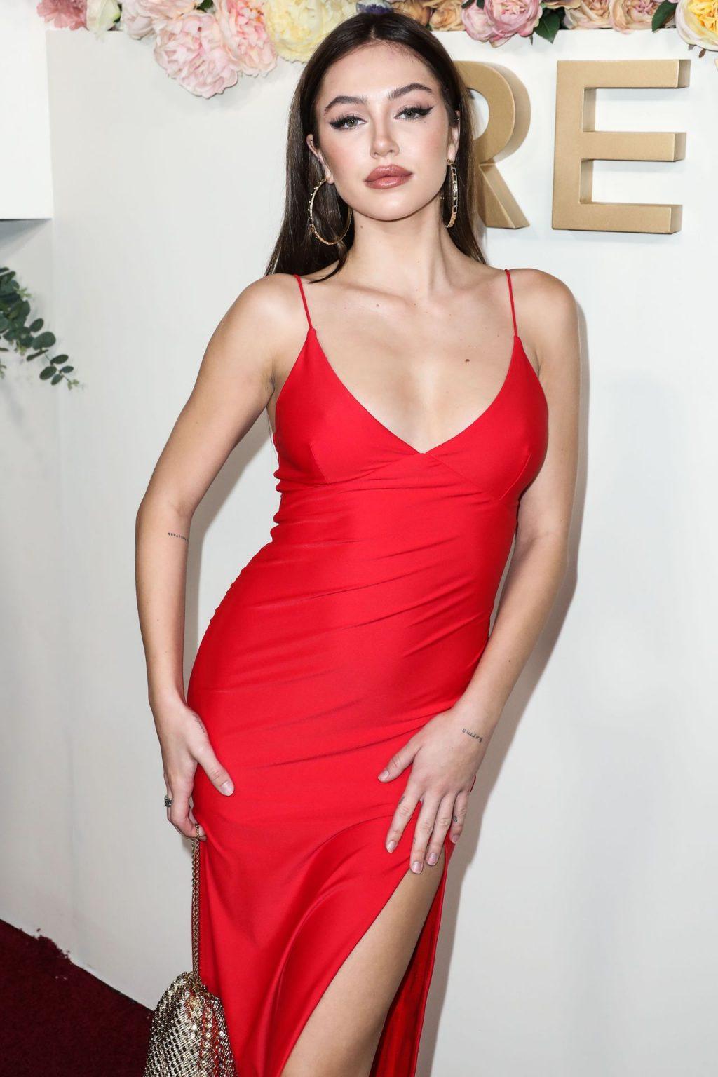 Delilah Belle Hamlin Sexy (42 Photos)