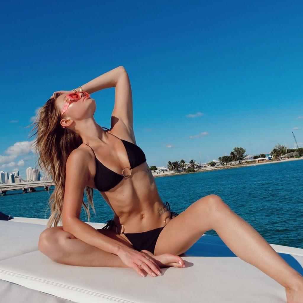 Erika Costell, Amanda Steele Sexy (40 Photos)